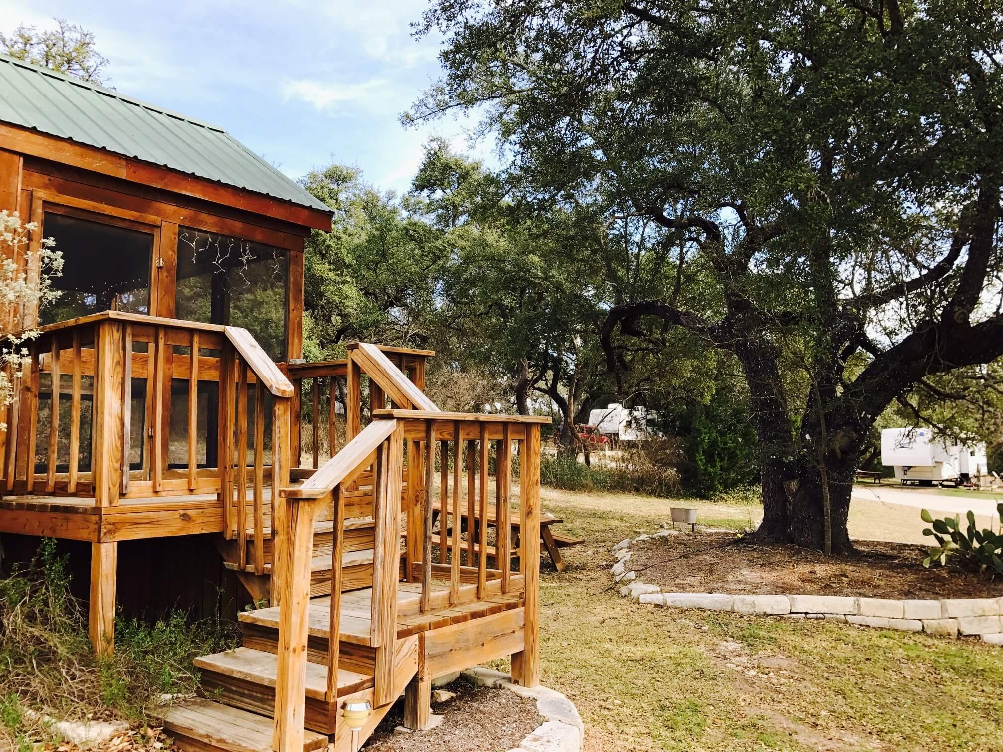 Rocky creek cabin for rent at sunsetrv resort near austin tx for Austin cabin rentals